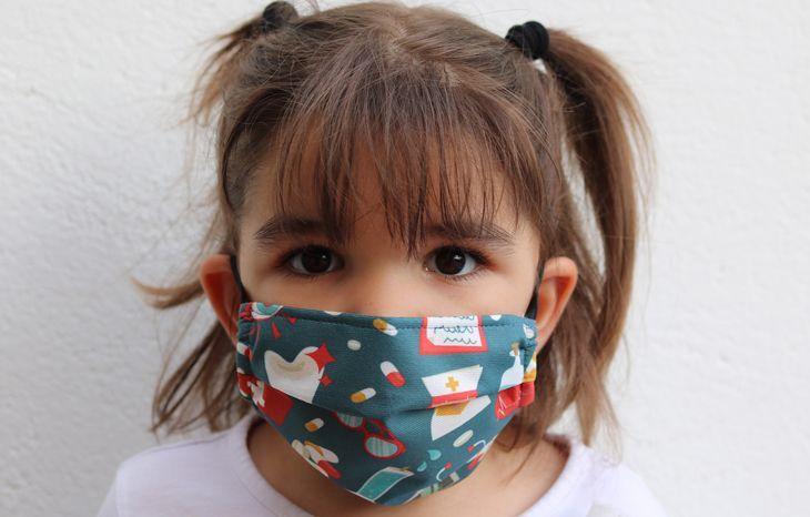 Mascarilla infantil medicos