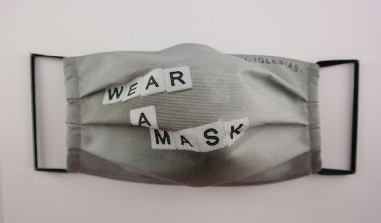 MASCARILLA WEAR A MASK